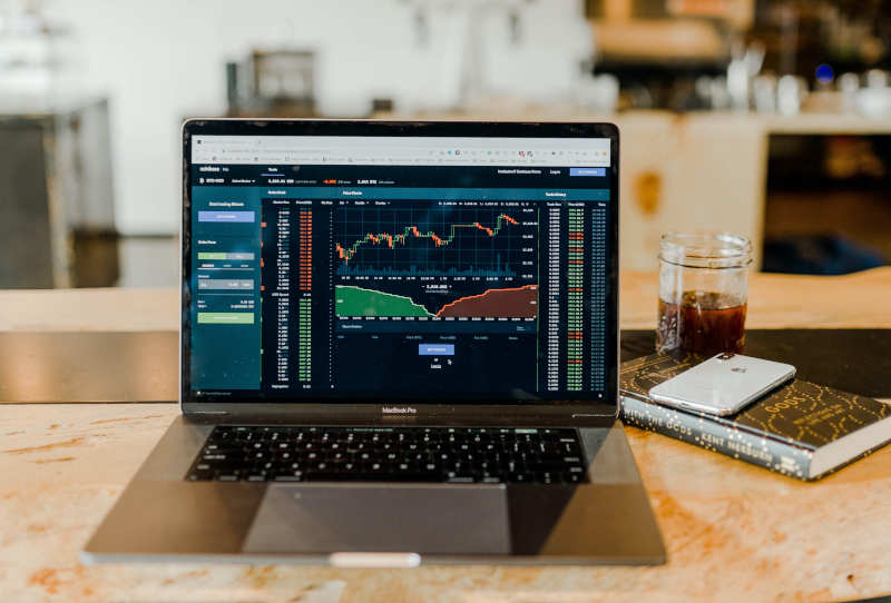 Trading Broker - Notebook oder App auf dem Handy